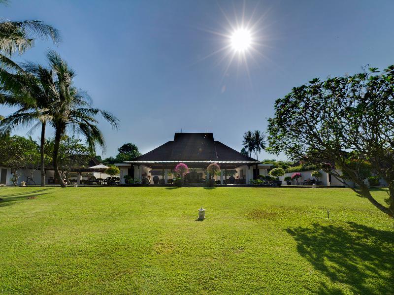 Villa Kailasha - Jardin et villa