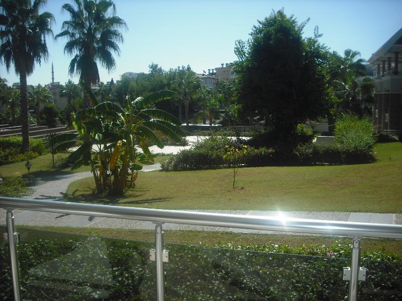 Vista sobre os jardins exuberantes