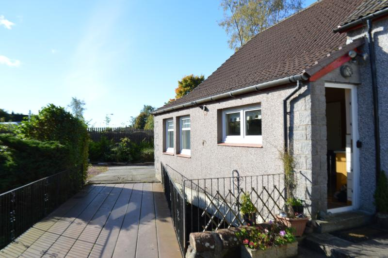THE OLD SMIDDY COTTAGE, BALLOCH, LOCH LOMOND, vacation rental in Gartocharn