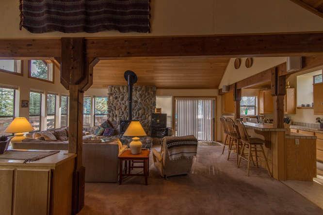 Couch,Furniture,Hardwood,Corridor,Lamp