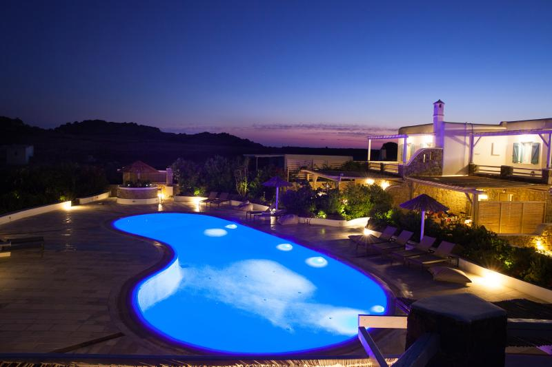 EL MAR Estate - Villa Phos (4 BR), aluguéis de temporada em Míconos