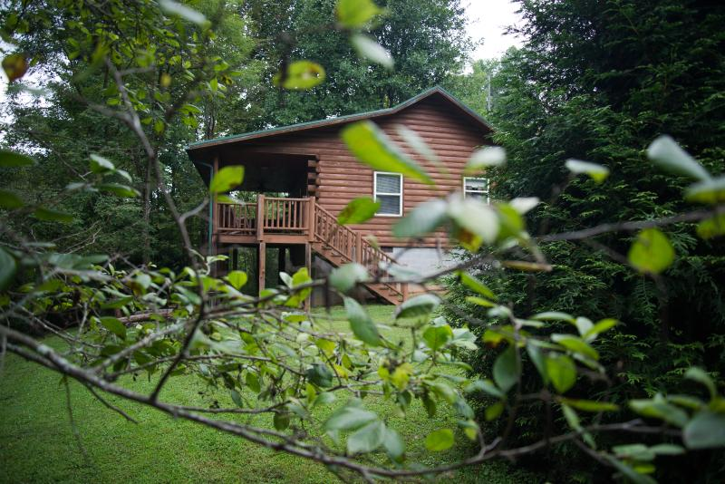 FOX CREEK WATERSIDE CABIN near the Smoky Mountains – semesterbostad i North Carolina Mountains