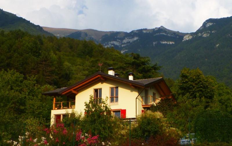 Casa dei sogni, vista Dolomiti, vicino Lago Garda, holiday rental in Cavedine