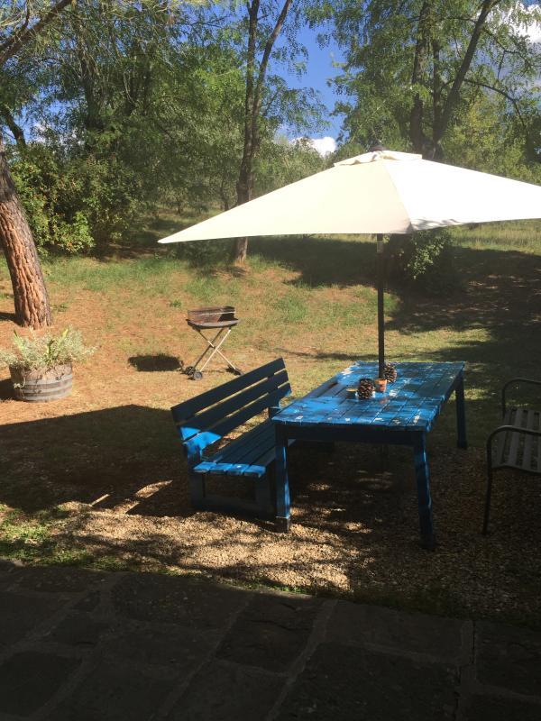 Al aire libre comedor espacio en el jardín