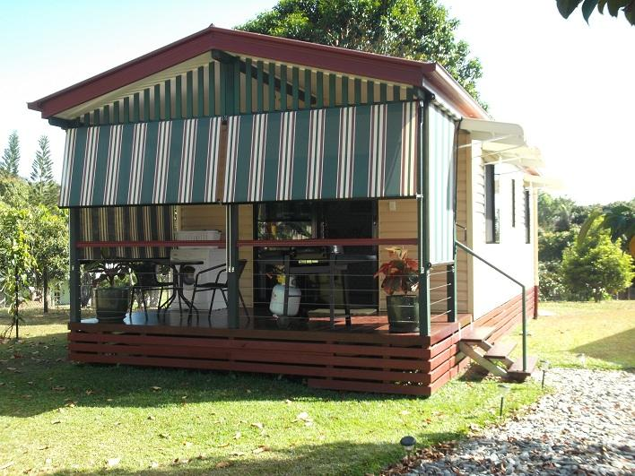 Relax and enjoy your breakfast with the birds at Cairns Gateway B&B. Cottage.