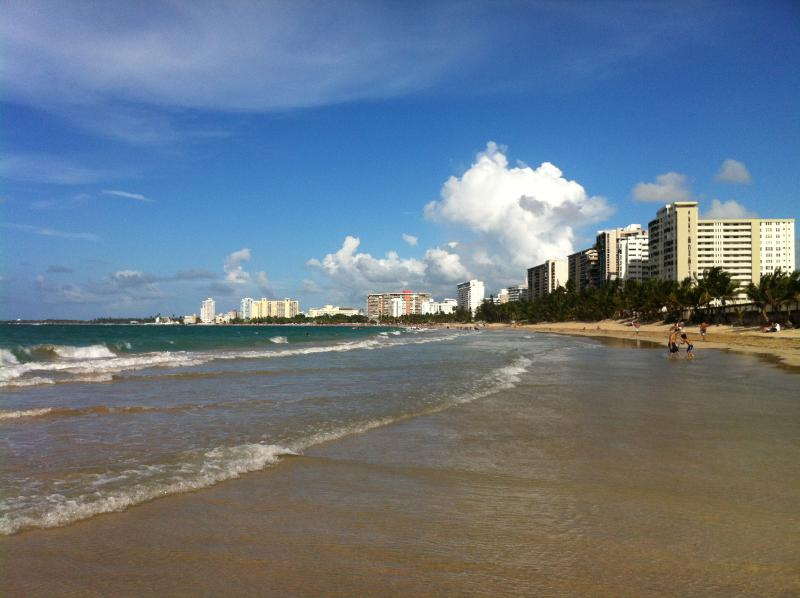 Beach Condo Isla Verde 2 rooms 2 bathrooms, location de vacances à Isla Verde