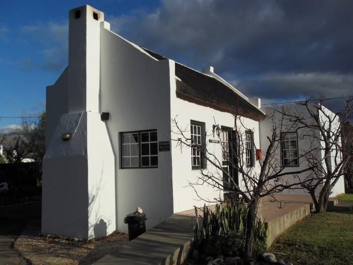 Beautiful small vintage self-catering cottage situated in an orchard in the town of Mcgregor