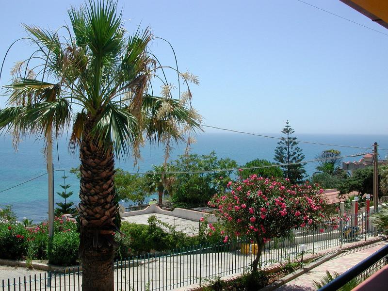 Baiarenella Residence 2 vani + loft  fronte mare, vacation rental in Sciacca