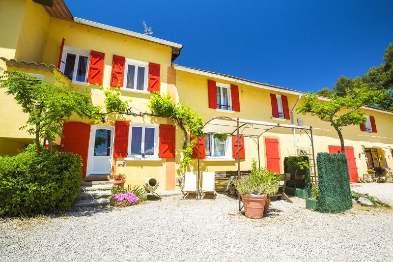 Locations de vacances  l'oustaou du luberon havre de paix en Provence, location de vacances à Villelaure