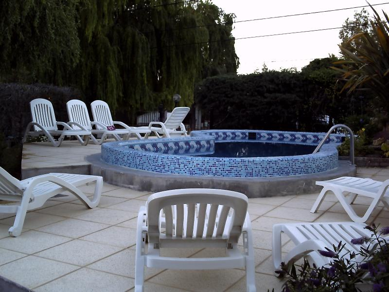 2 bedroom Apt with heated pool Complejo Tehuelches, alquiler de vacaciones en Provincia de Chubut
