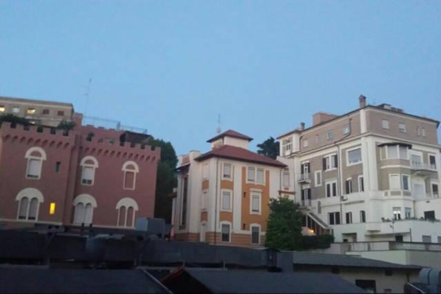Vue depuis la fenêtre de la salle ' ' Basilique