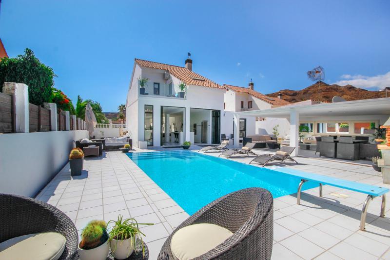 Villa Blanca with private pool, vacation rental in La Playa de Tauro