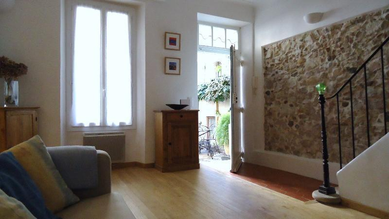 THE HOUSE IN THE LITTLE COURTYARD. (Reg. No. 06 004 17 43 CM 046), location de vacances à Antibes