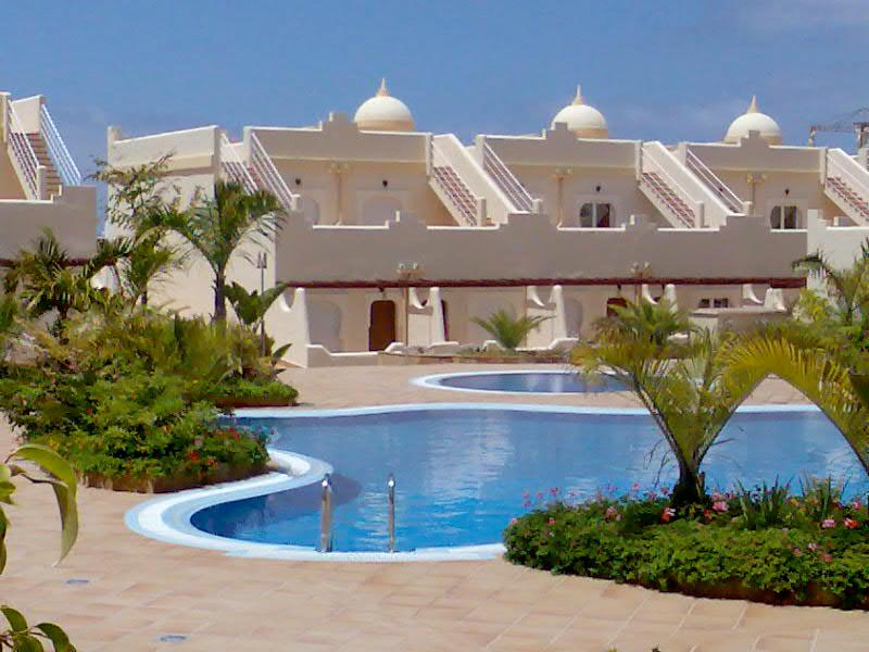 Favoloso fine della terrazza con piscina di fronte casa a schiera