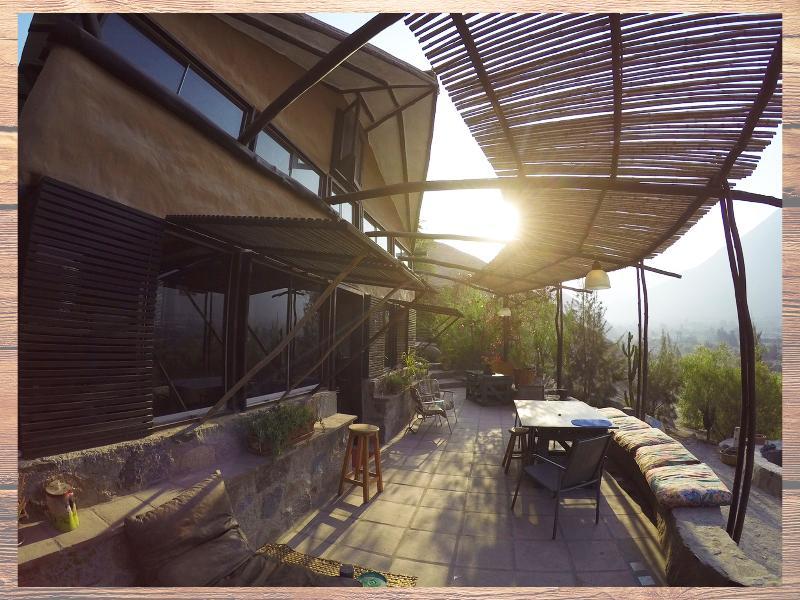 Un amanecer en la terraza principal