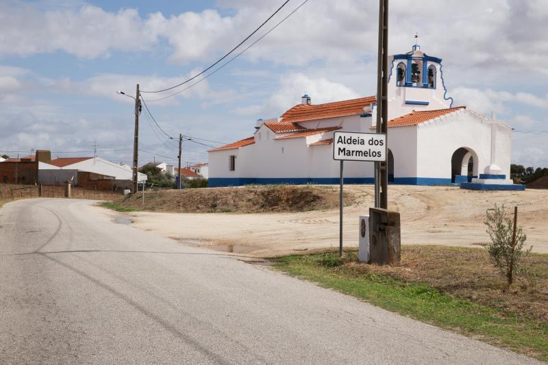 Chiesa del villaggio di mele cotogne