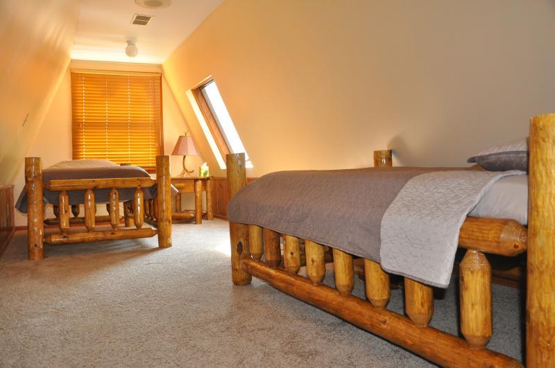 3rd Floor 2 twin Beds