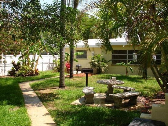 Alice's Beach Bungalows 2 bedroom, vacation rental in Treasure Island