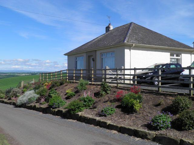 Rosebud Cottage sits on a hilltop with panoramic views across Ayrshire. The perfect rural getaway!