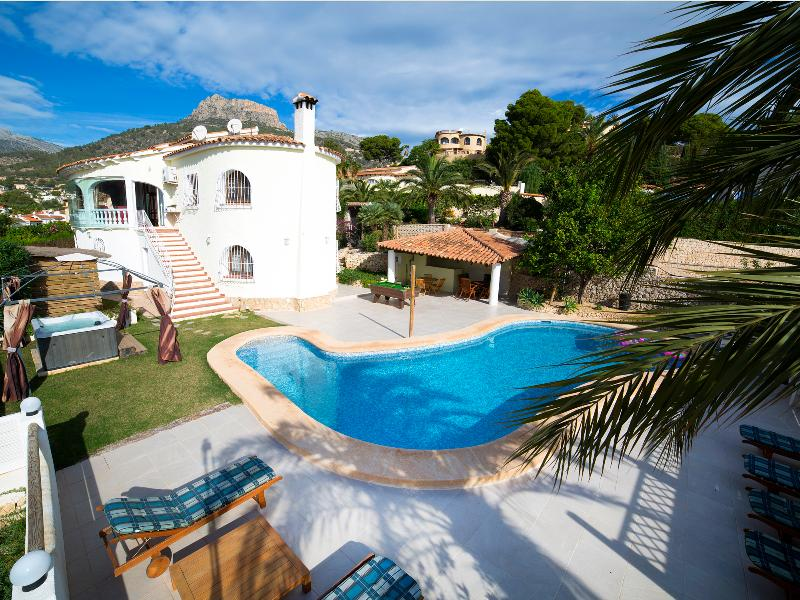 Apartment downst villa,seaview,pool,sky wifi, holiday rental in Calpe