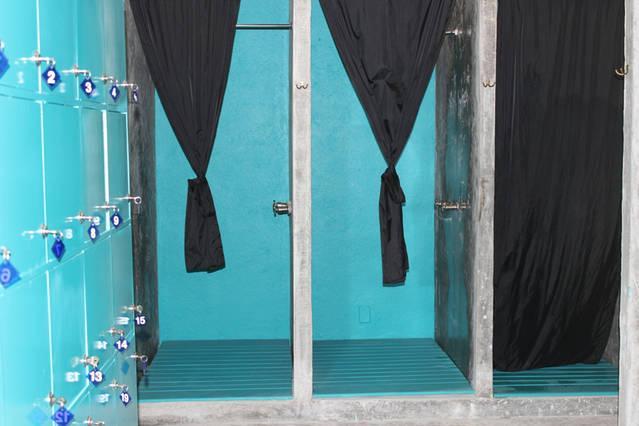 Jellyfish, dressing room