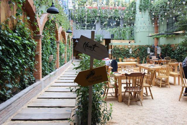 Huset, open restaurant day view