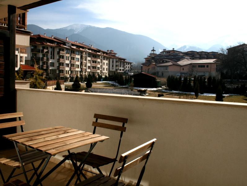 Large and long 180° Montain view panoramic terrace