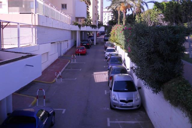 Parcheggio dietro gli appartamenti