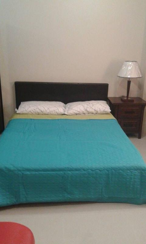 queen size bed with side table installed lumpshade