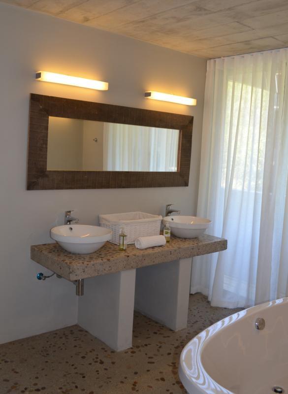 MAin bathroom detail