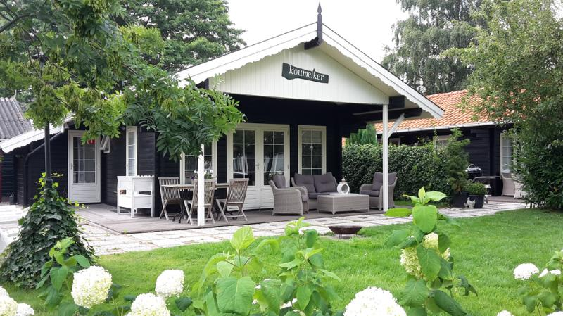 Charming cottages on the waterfront, Ferienwohnung in Sneek