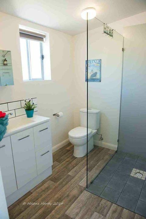 baño moderno e Inmaculado.