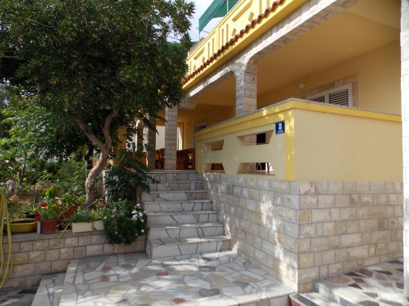 Apartments Vivien Kustici  -  A8+3 Terrace - up to 11 persons, holiday rental in Kustici