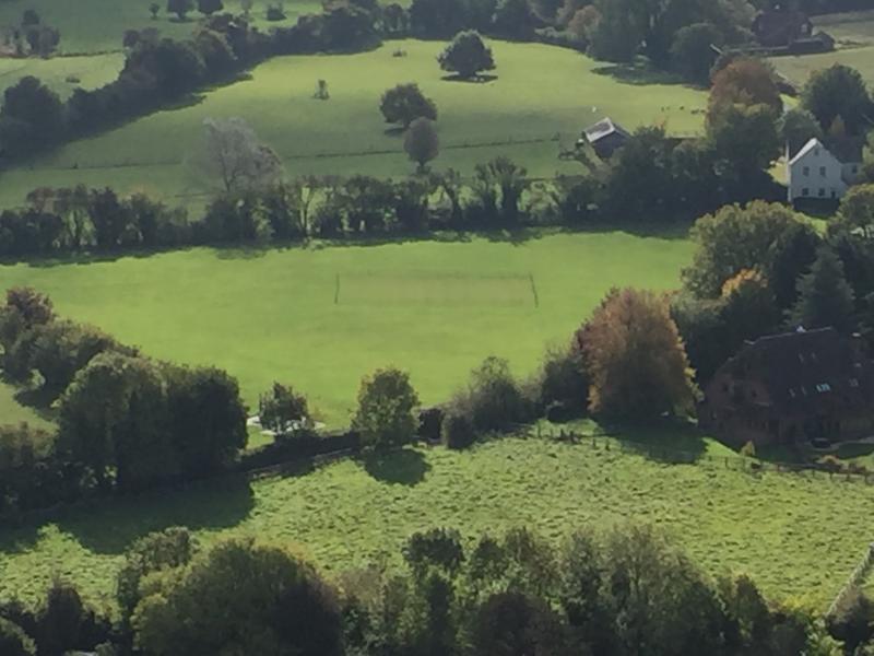 Maison de ferme d'Église et Chalet en haut à droite