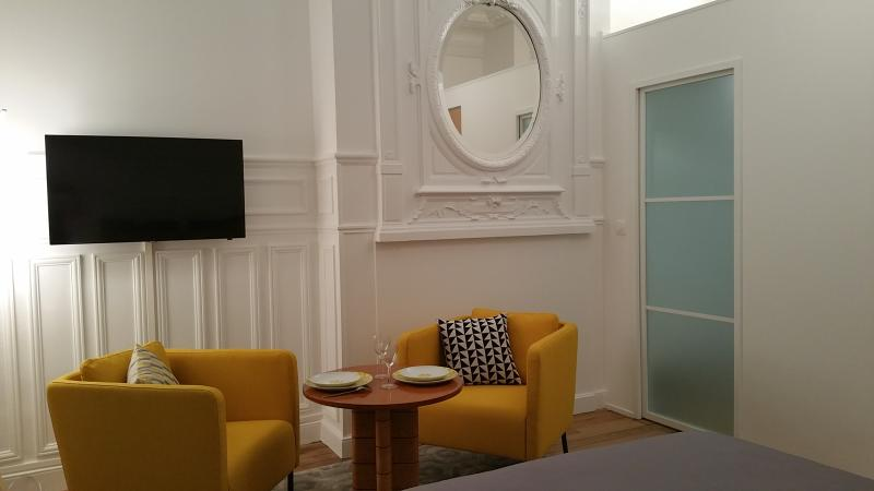 Appartement original hyper centre avec terrasse privative, holiday rental in Reims