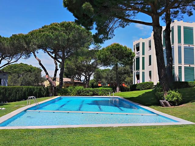Charming Apartment 6pax, sea views, swimming pool and parking included, vacation rental in Palafrugell