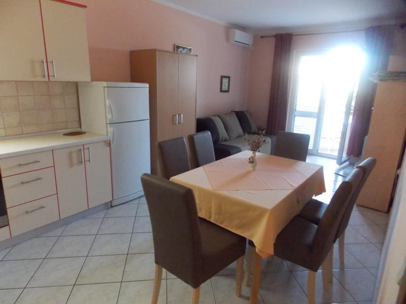 Apartments Vivien Kustici  -  A4+2 Ground Floor - up to 6 persons, holiday rental in Kustici