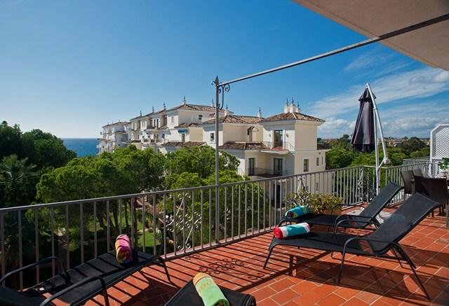 Panoramic Sea View balcony for sunbathing and dining.  Pools towels are provided. Free parking/WiFi