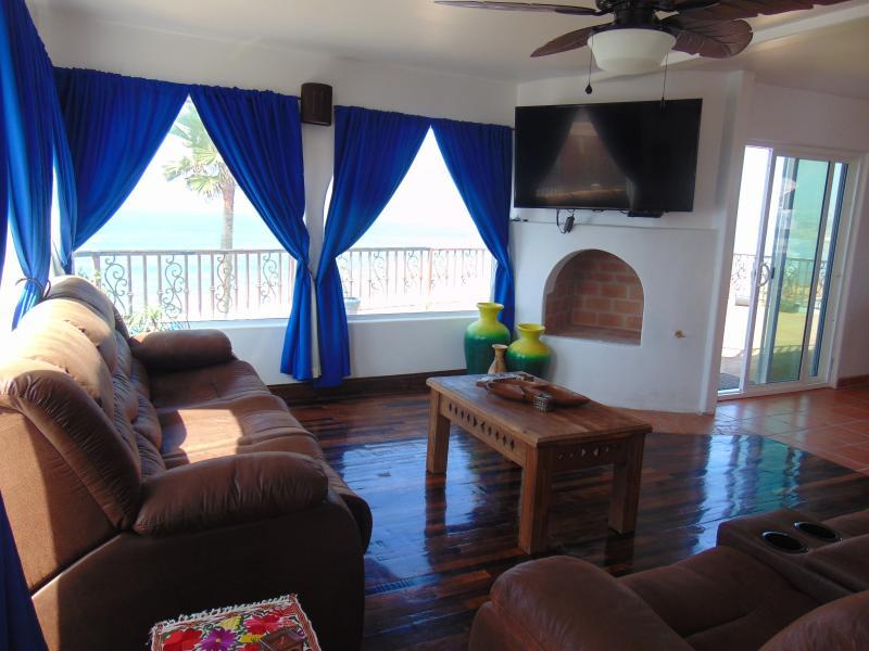 Casas Noches de Verano - oceanfront, pool & jacuzzi, vacation rental in Tecate