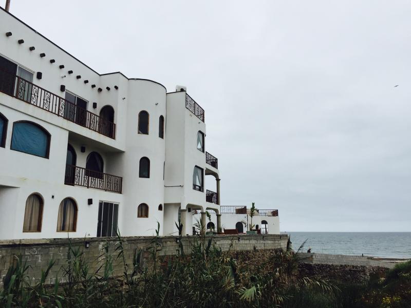 CASA LUNA LLENA - OCEANFRONT, POOL & JACUZZI, vacation rental in Tecate