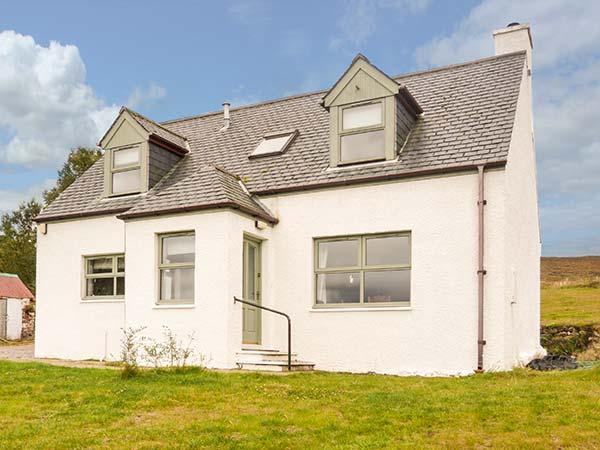BIRCH COTTAGE, private enclosed garden, pet-friendly, WiFi, woodburner, holiday rental in Aultbea