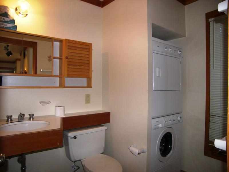 Toilet,Indoors,Room,Lamp,Dining Room