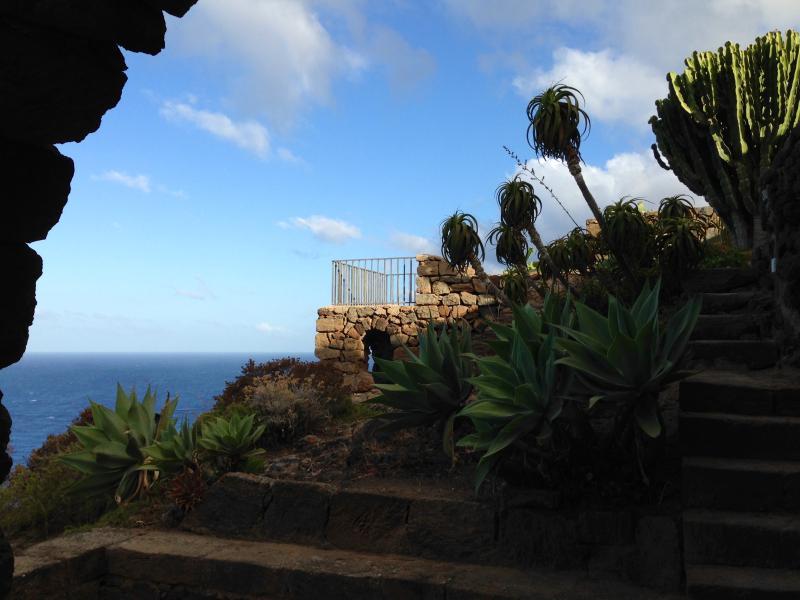 La Roccia - Casa a picco sul mare con straordinaria vista tramonto, casa vacanza a Pantelleria