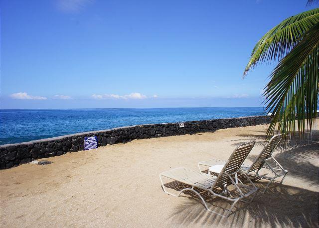 Zone de sable près de l'océan ...