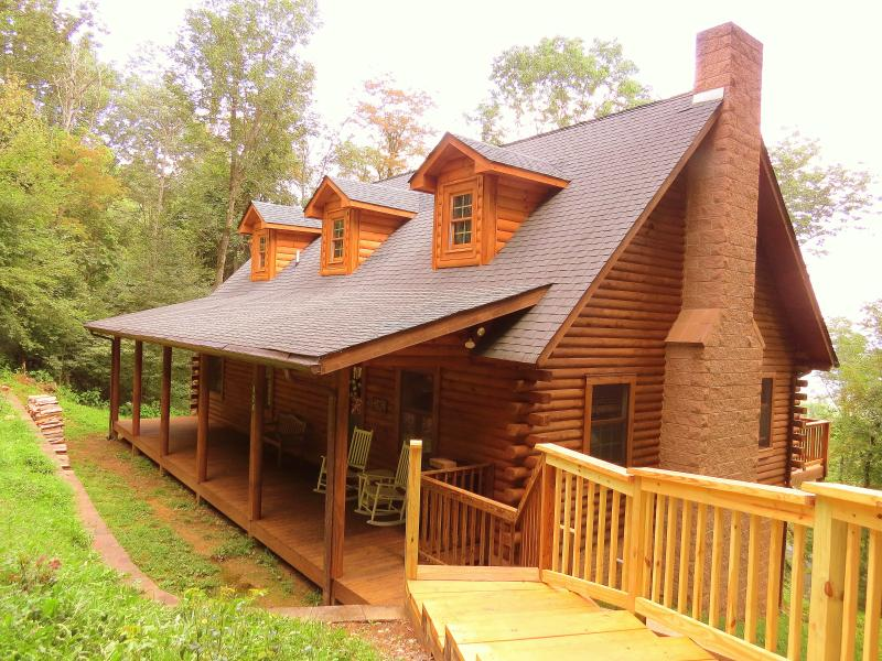 ALPINE LOG CABIN near Boone, Banner Elk, and Blowing Rock North Carolina in the Blue Ridge Mountains