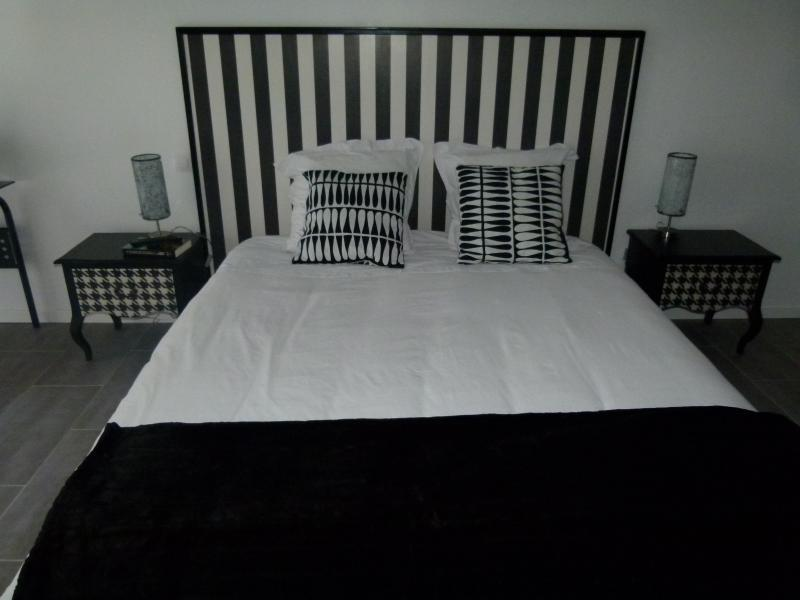 Bed and Breakfast in the 28th, near Dreux - licorice Room