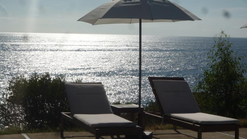RESIDENCE VILLA MOROSI bianco/nero ( 65 m2 ), vacation rental in Favone