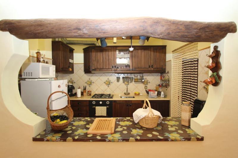 Keuken van woonkamer.