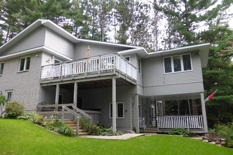 Lakeside Guesthouse, holiday rental in Northeastern Ontario