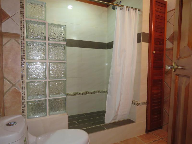 Main Bathroom Alma Pacifica